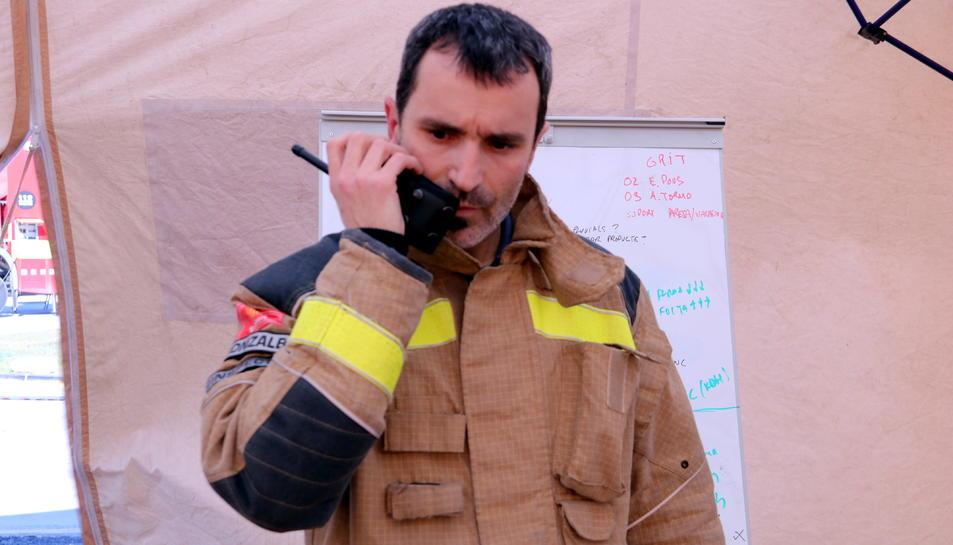 El sotsinspector Juan Manuel Gonzalbes al Centre de Comandament Avançat de La Canonja durant la gestió de l'emergència de l'empresa Iqoxe