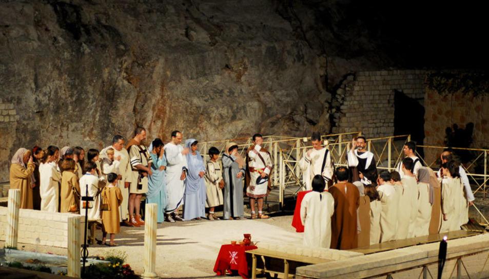 Imatge d'una representació de la Passió de Sant Fructuós celebrada a l'Amfiteatre.