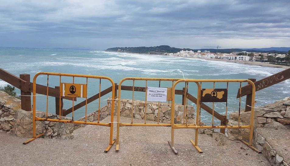 S'han tancat els accessos a les platges del Fortí i Canyadell.