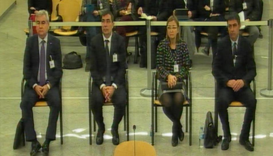 D'esquerra a dreta, César Puig, Pere Soler, Teresa Laplana i Josep Trapero al judici.