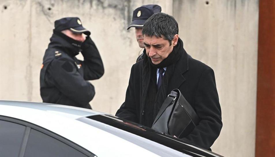 El Major del Mossos a la sortida de la primera sessió del judici a l'Audiencia Nacional.