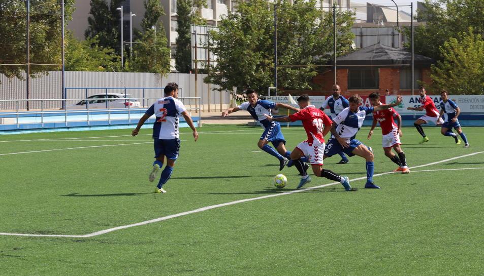 Un dels instants del partit disputat a la primera volta que va acabar amb victòria grana (0-2).