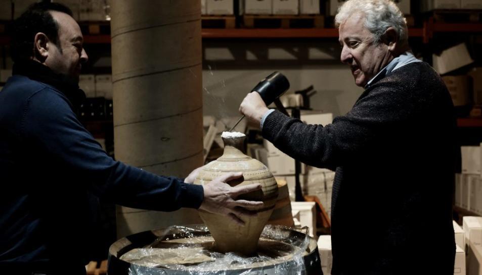 Jordi Diloli i Fernando Zamora obren la primera gerra de vi de la collita 2019.