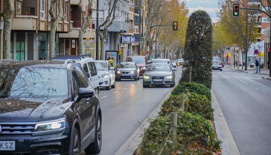 Vehicles a l'avinguda dels Països Catalans.