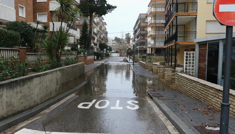 La borrasca Gloria inunda las calles de Salou