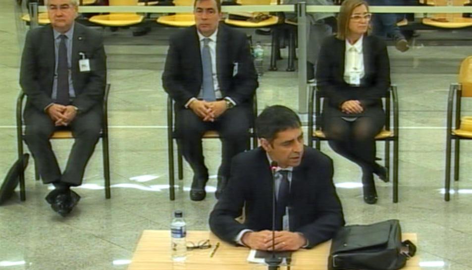 El major Trapero i els altres acusats, Cèsar Puig, Pere Soler i Teresa Laplana durant el tercer dia de judici.