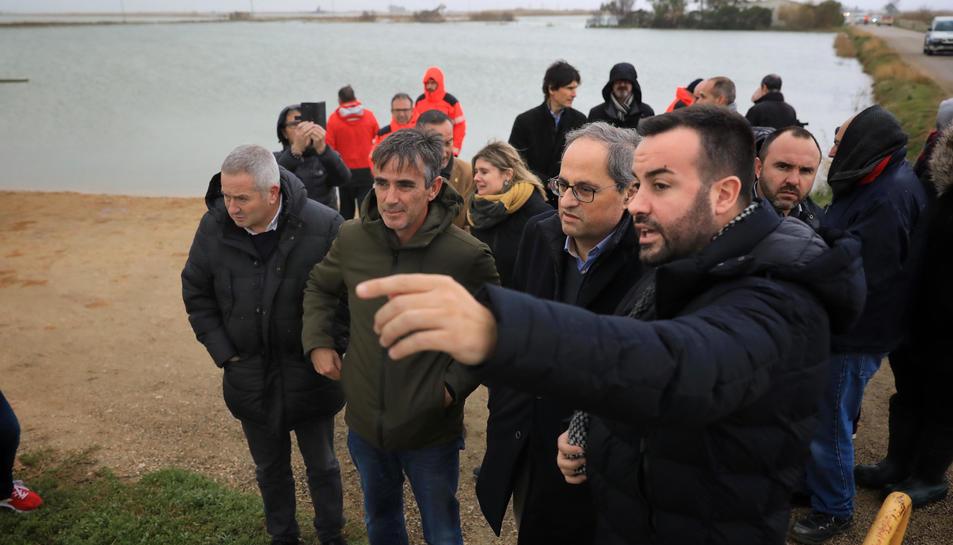 El president de la Generalitat, Quim Torra, rep les explicacions de l'alcalde de Deltebre.