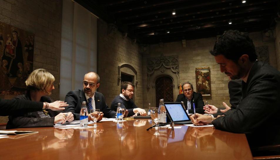 Pla de la reunió del president de la Generalitat, Quim Torra, amb el vicepresident, Pere Aragonès, i els consellers Alba Vergés, Miquel Buch i Damià Calvet.