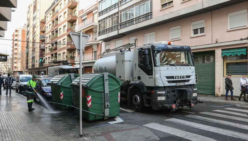 Una imatge d'arxiu d'un camió d'FCC a Reus.