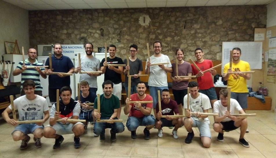 Els integrants del Ball de Bastons, recentment, en una mostra de suport per l'ELA.