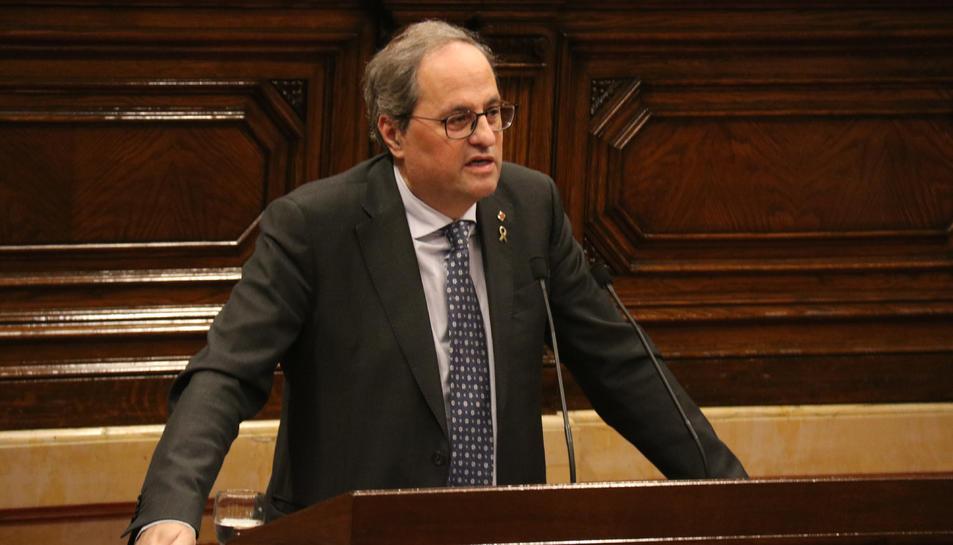 Pla mitjà del president de la Generalitat, Quim Torra, durant la seva intervenció al ple del Parlament.