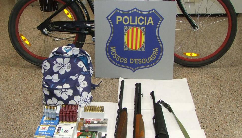 Els lladres van sostreure armes, munició, bicicletes, entre d'altres objectes de valor.