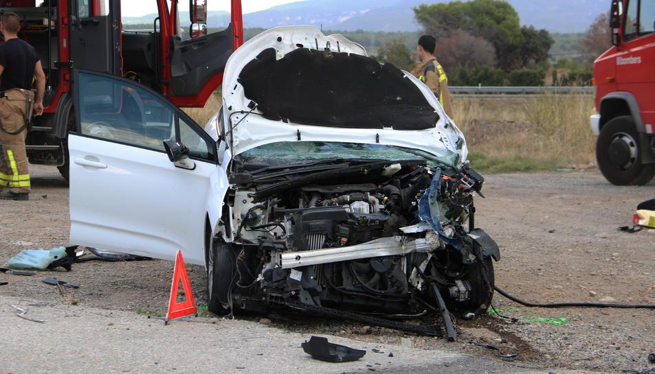 Un dels dos vehicles implicats en un accident mortal al Pla de Santa Maria el passat mes de setembre.