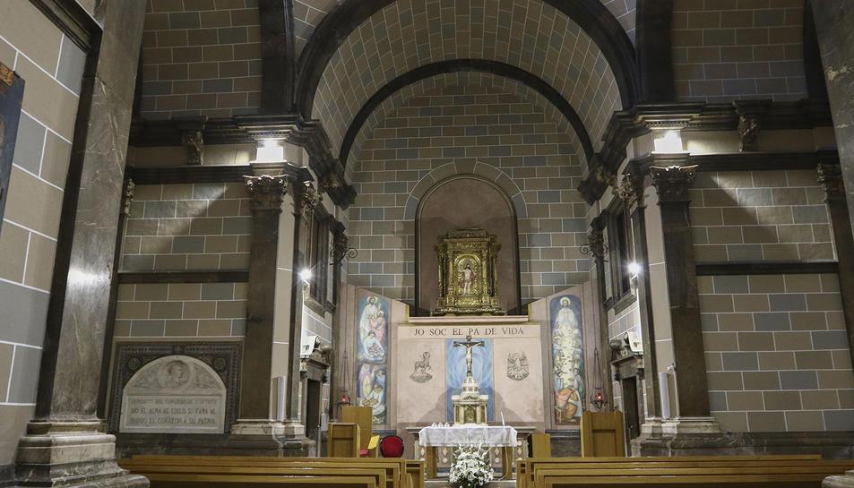 L'aspecte interior de la capella, on s'han reparat els efectes de la humitat i s'ha realitzat una neteja.