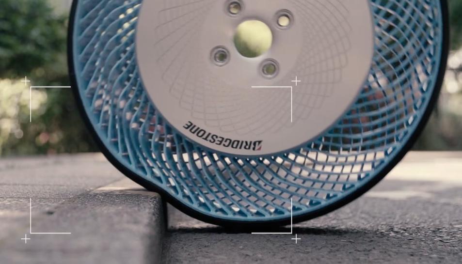 Imatge d'una de les rodes sense aire que començarà a comercialitzar Bridgestone.