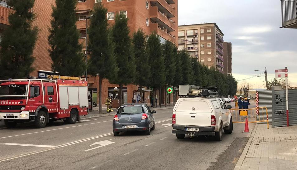 Imatge dels bombers al Carrer Torres Jordi de Tarragona.