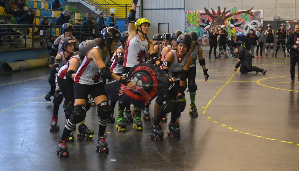 Les Insubmisses en el partit contra les Nafarriors Roller Derby Iruña, a Pamplona.