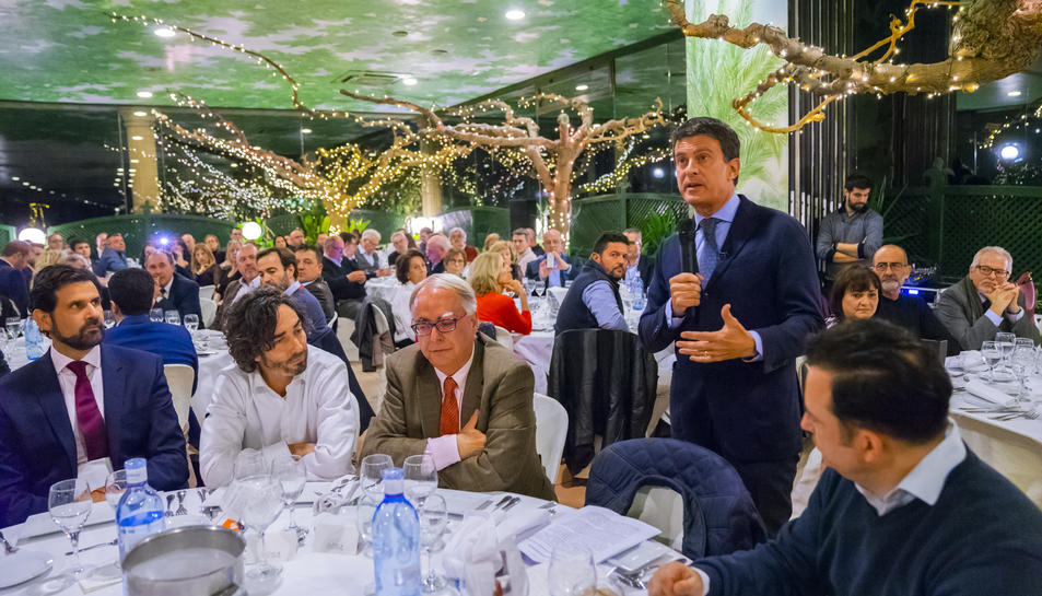 Valls, ahir a la nit durant la seva intervenció davant més d'un centenar de persones en un sopar.