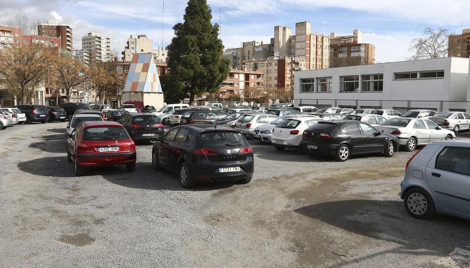 Al solar s'havien habilitat 68 llocs per a vehicles.