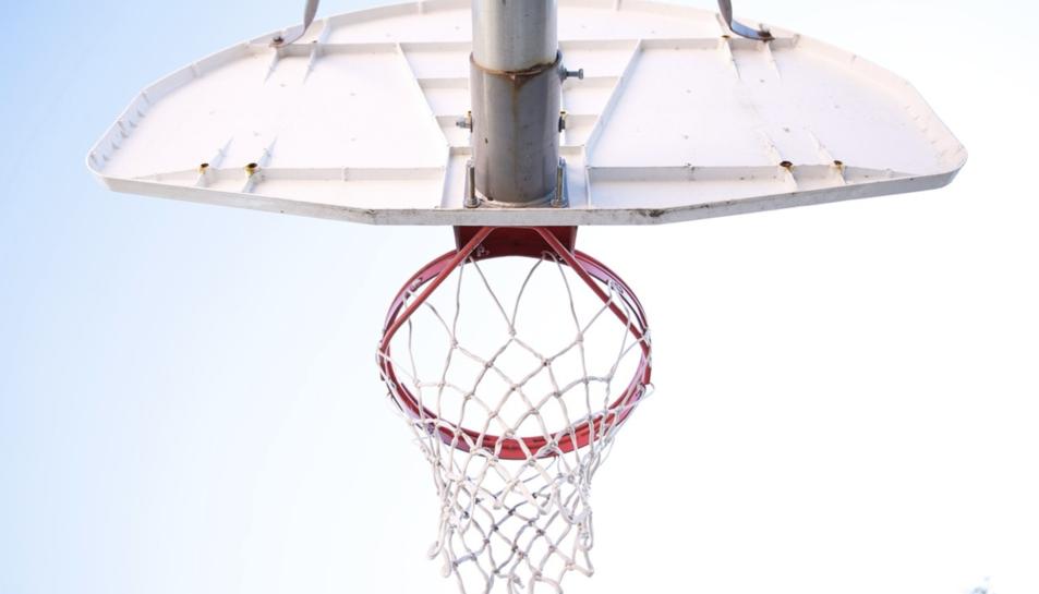 Imatge d'arxiu d'una cistella de bàsquet.