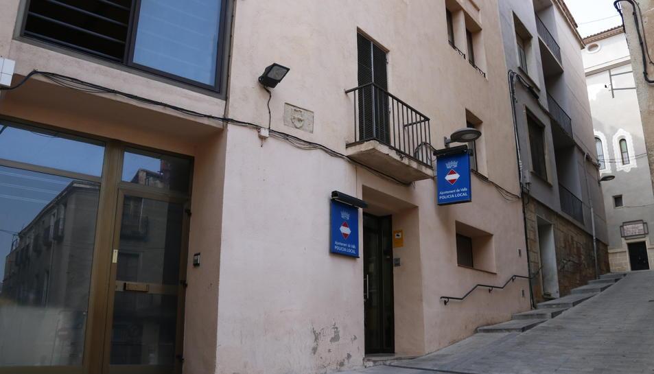 Pla general de la comissaria de la Policia Local de Valls, ubicada a la Baixada de l'Església.