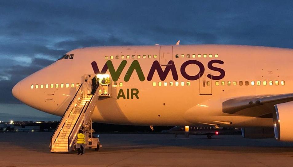 Imatge de l'avió procedent de la Xina amb una vintena d'espanyols a bord repatriats de la regió de Wuhan.