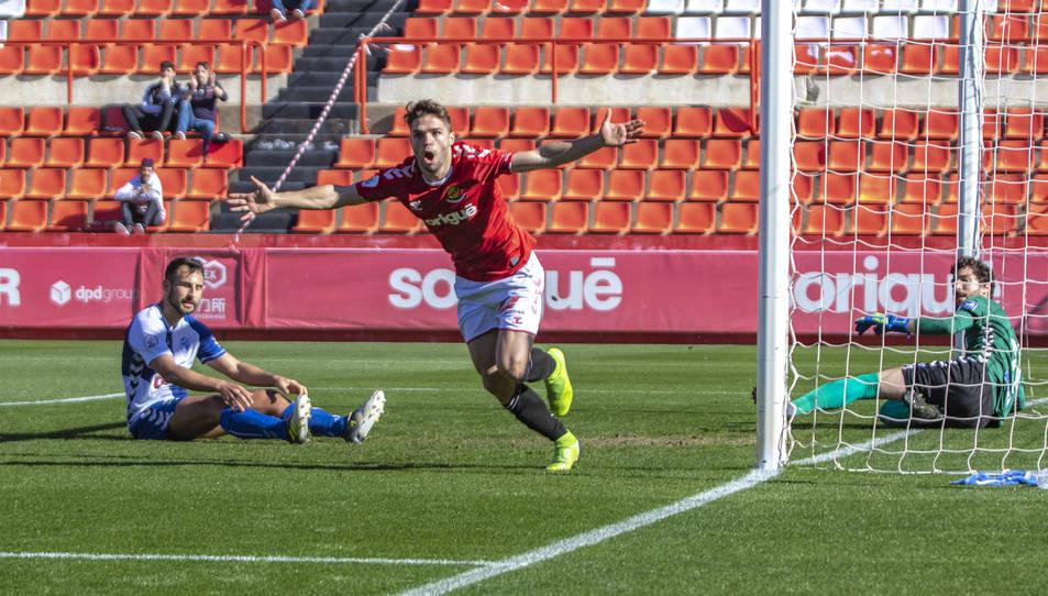 Fran Carbia celebrant un dels gols en el partit d'avui