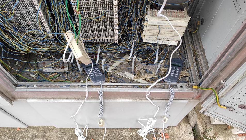 Una de les instal·lacions des d'on operava.