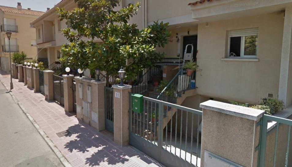 La parella viu en una casa del carrer Lluís Companys.