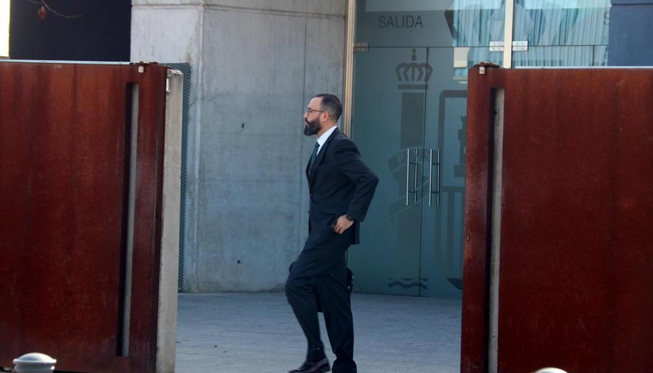El tinent coronel Daniel Baena sortint de l'Audiència Nacional aquest 3 de febrer del 2020.