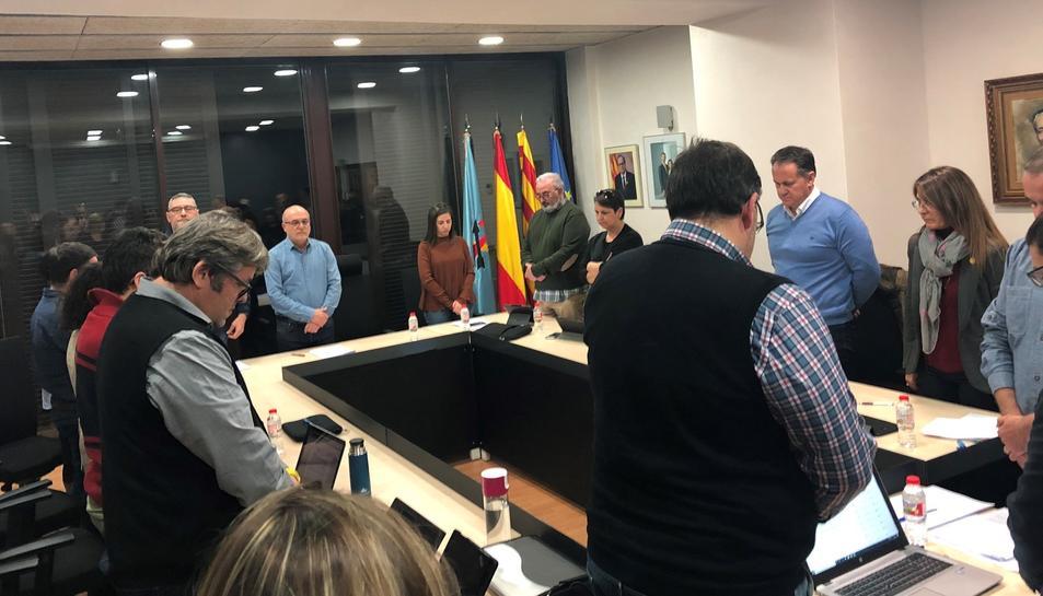 La sessió va començar amb un minut de silenci per les víctimes i els ferits en l'accident del passat 14 de gener.