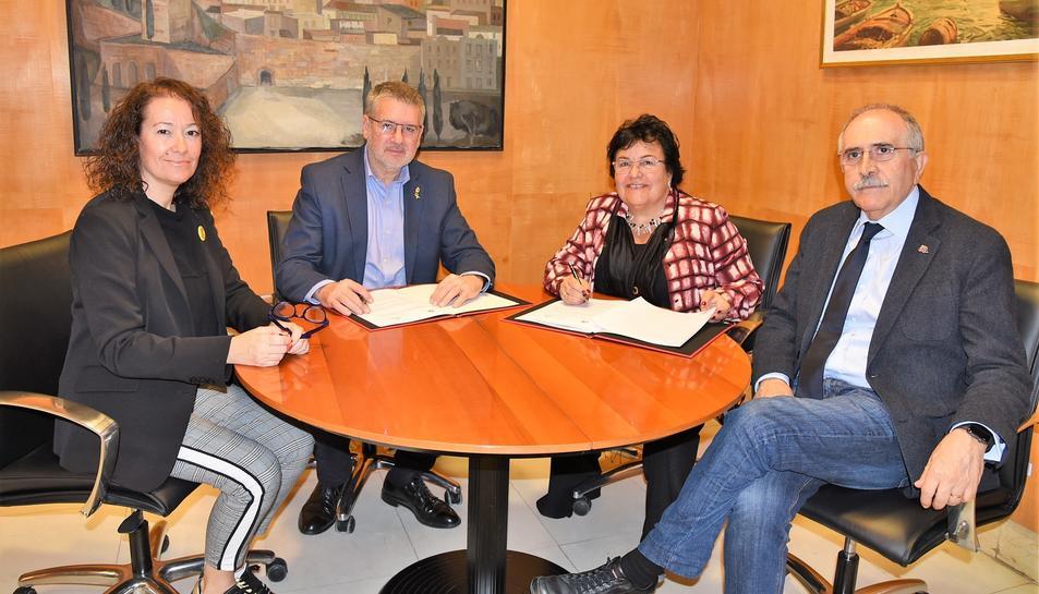 Imatge de la signatura del conveni.