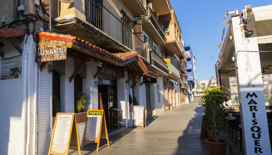 Imatge del carrer Trafalgar del barri del Serrallo, on es troben la majoria de restaurants.