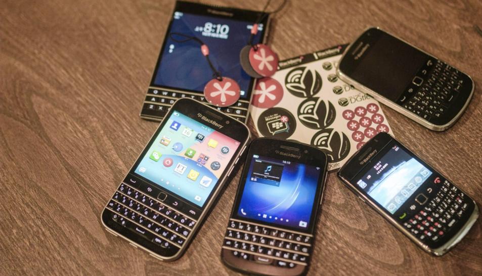 Imatge d'arxiu de diversos dispositius BlackBerry.