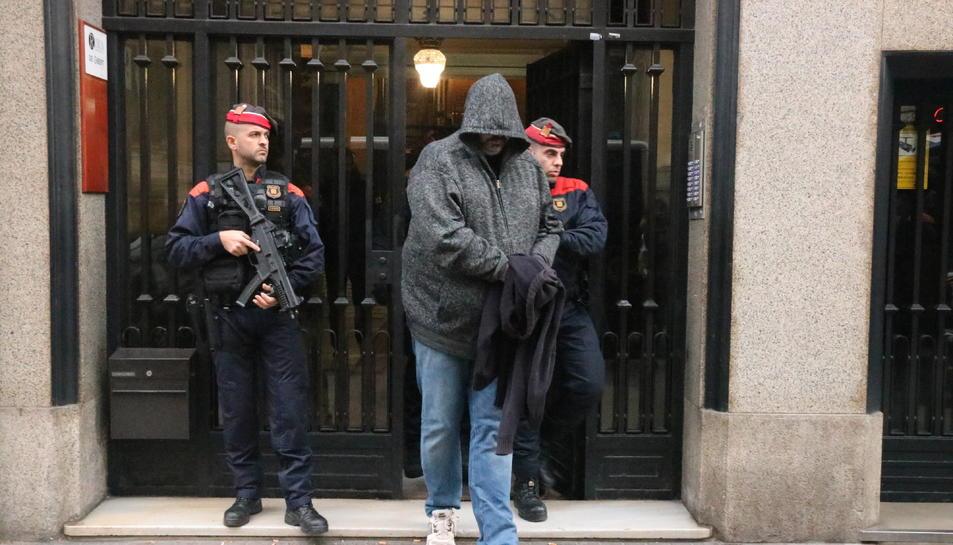 Un dels detinguts a Barcelona en un dispositiu contra el tràfic de drogues i el blanqueig de capitals.