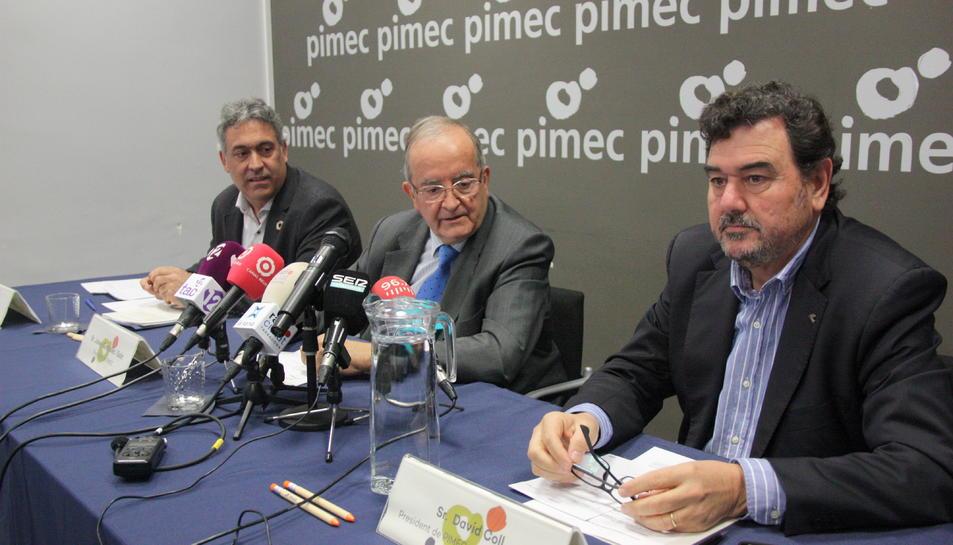 Els dirigents de Pimec en la presentació del pacte nacional d'acció al món rural, amb el president Josep González, al centre.