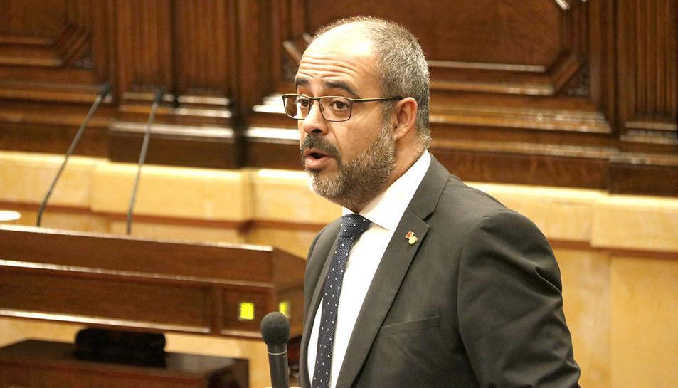 El conseller d'Interior, Miquel Buch, intervé a la sessió de control al Govern al Parlament.