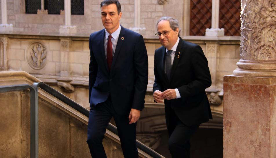 El president de la Generalitat, Quim Torra, i el cap del govern espanyol, Pedro Sánchez, abans de reunir-se a Palau.