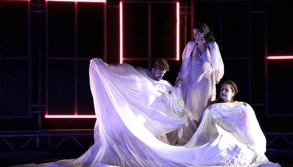 Un instant de l'òpera de cambra Diàlegs de Tirant e Carmesina que s'estrena al festival de Peralada el 18 de juliol del 2019