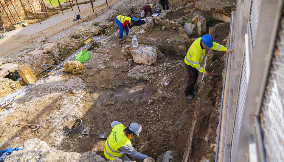 Imatge dels treballs d'excavació del Teatre romà durant la segona setmana d'activitats.