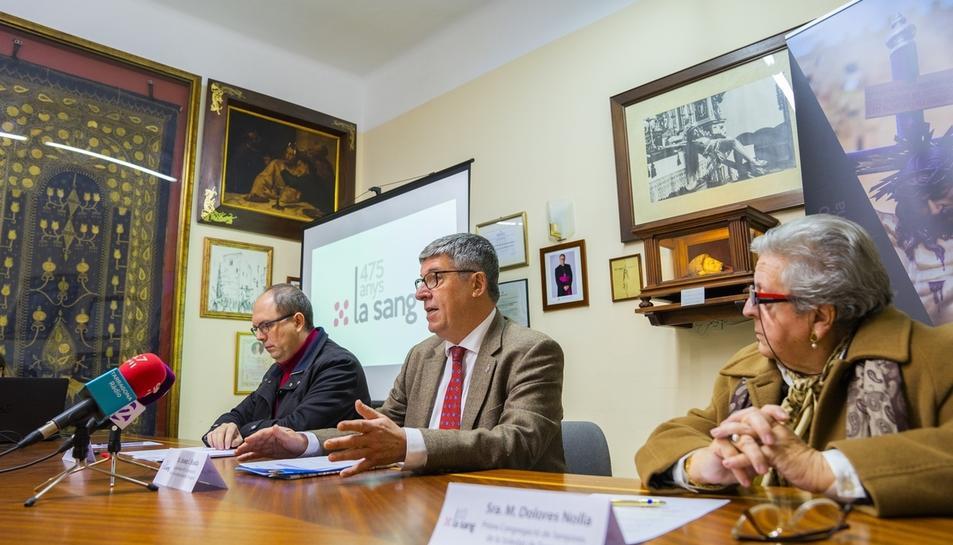María Dolores Nolla, en primer terme, en la presentació dels actes del 475è aniversari de la Sang.