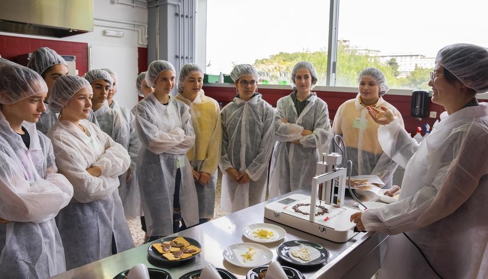 Los talleres del 'Girl's Day' acercan la ingeniera a las alumnas de ESO (II)