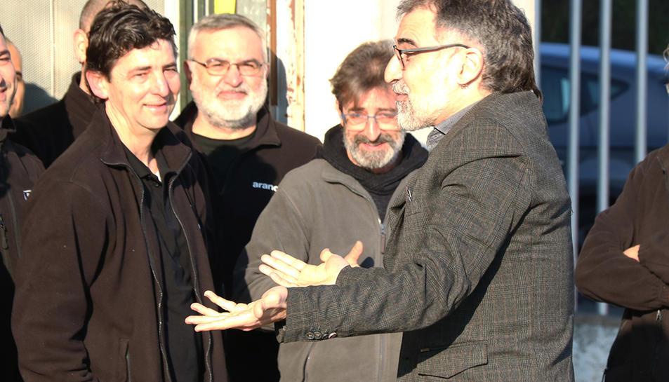 Jordi Cuixart a l'entrada de la seva empresa, on ha anat aquest dijous.