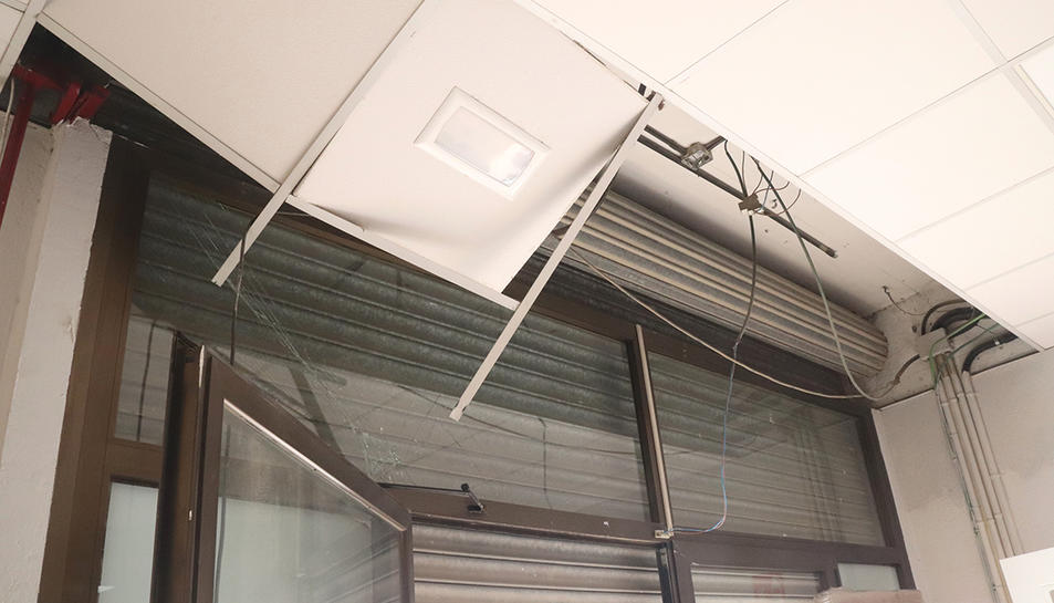 Danys ocasionats per la deflagració a IQOXE en una botiga de mobles de Bonavista.