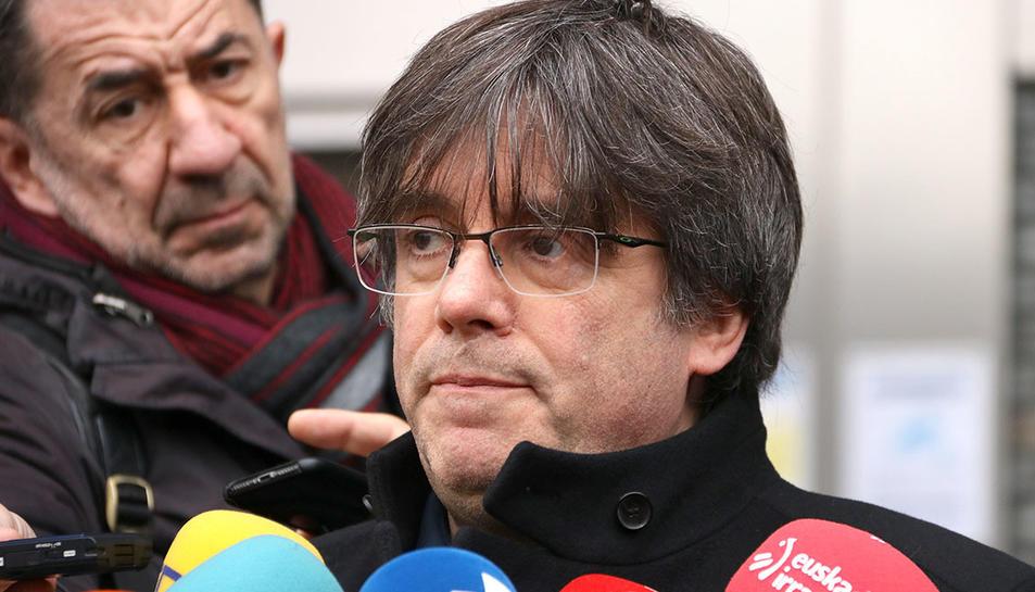 El líder de JxCat, Carles Puigdemont, durant una atenció als mitjans a Brussel·les.