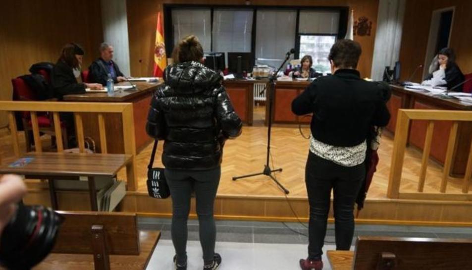 Les mares davant el jutge.