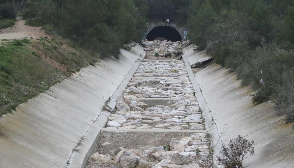 Els aiguats del desembre van afectar les parets i la llera.