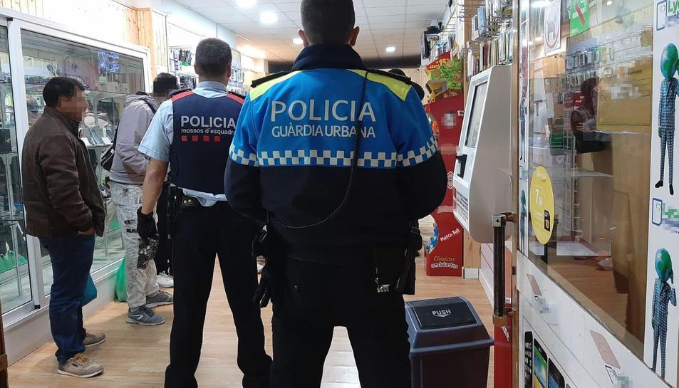 Durant el dispositiu policial es van identificar 35 persones.