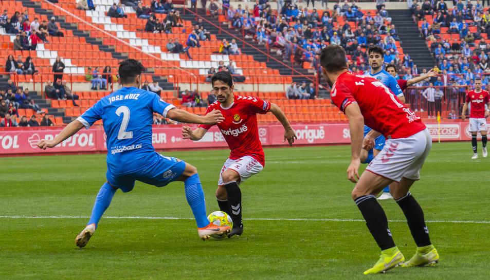 Jonathan Pereira en una acció en el duel disputat diumenge contra el Lleida.
