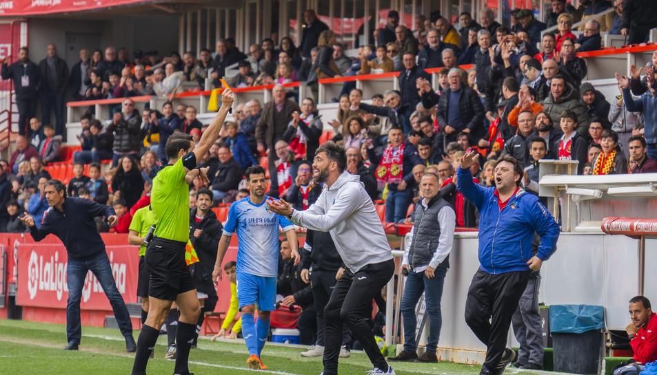 L'àrbitre va expulsar a Molo, l'entrenador del Lleida, a la segona meitat per protestar.